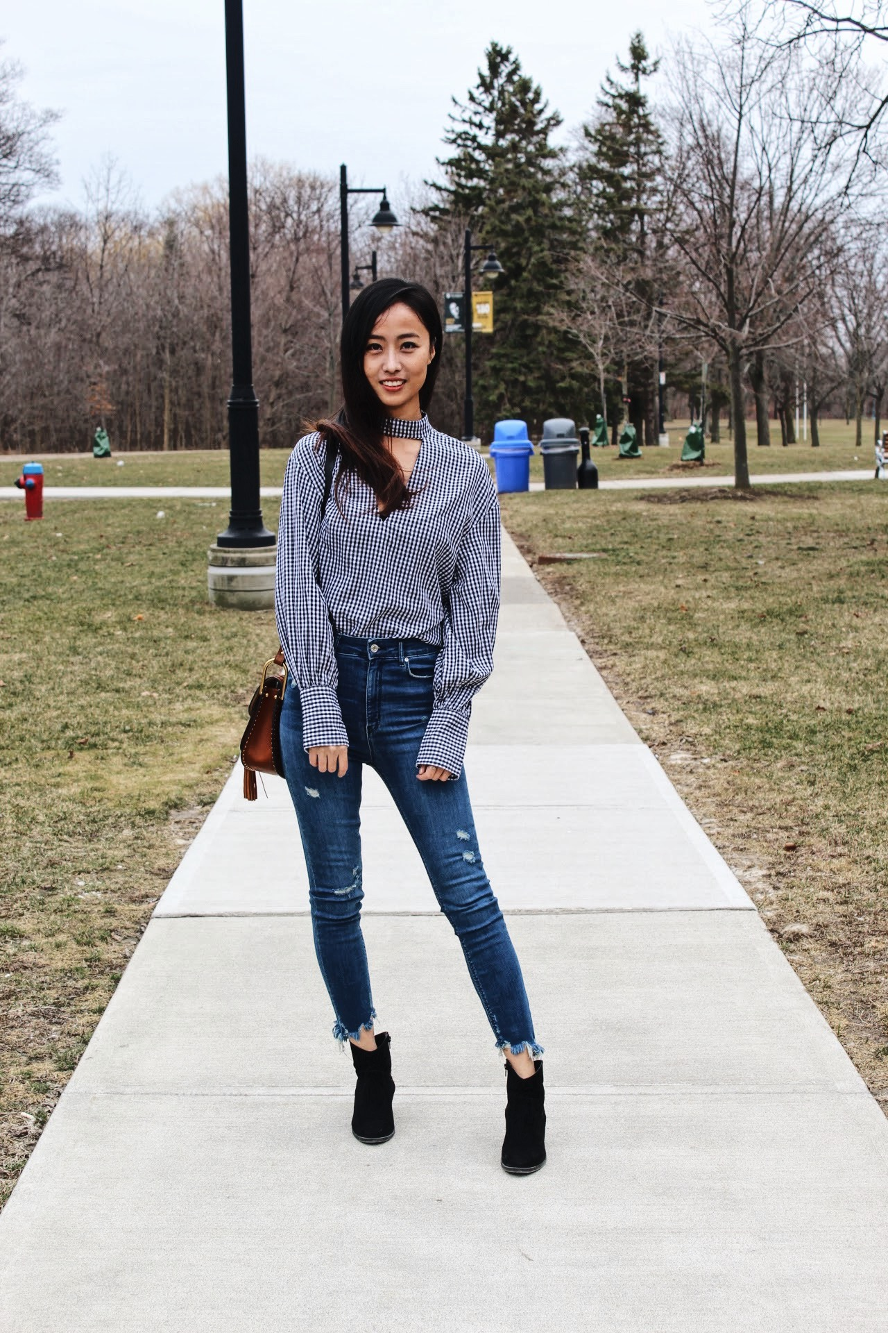 campus street style, fashion humber, fashion students, Zara jeans & top, Steve Madden Boots, Yan Yu